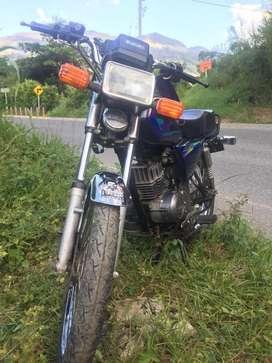 Moto en buen estado Ax-100