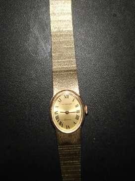 Reloj antiguo de cuerda en buen .estado enchapado en oro
