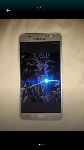 Samsung j7 normal en muy buen estado negociable