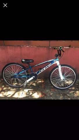 Vendo o cambio Bicicleta profesional de bmx