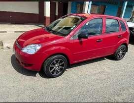 Se vende Ford Fiesta 2005 rojo