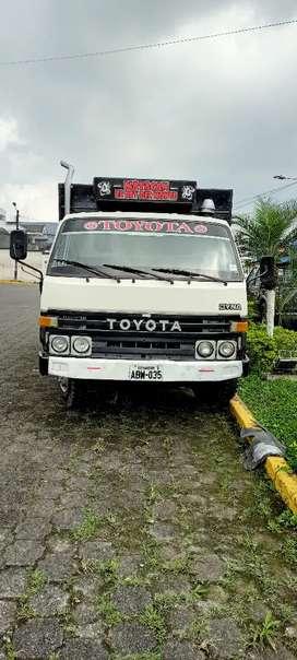 Vendo hermoso camión Toyota dina
