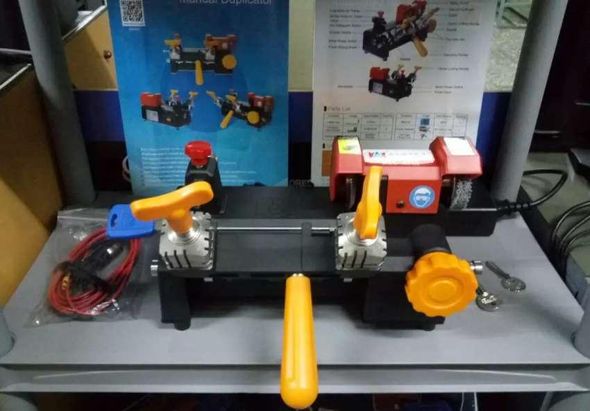 Maquina Duplicadora de Llaves SEC-M10 / Precio publicado en Dólares 0