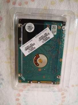 Disco duro marca HGST (HDD) 750 GB En buen estado