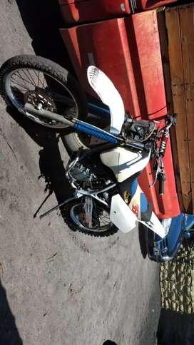 Vendo Suzuki dr 350 motor hecho de punta a punta