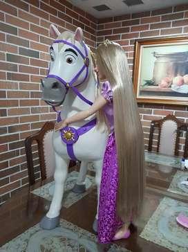 Rapunzel y Maximus