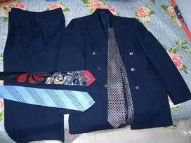 Traje everfit con tres corbatas