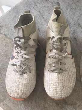 Tacos Nike blancos Mercurial, talla 34, excelente estado