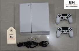 Playstation 4 con dos mandos