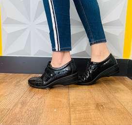 Zapatos negros de Boucherel