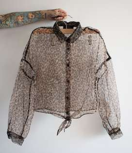 camisa translucida animal print