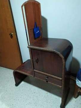 Mueble de 100 años de antigüedad