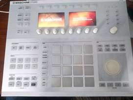 Maschine studio white