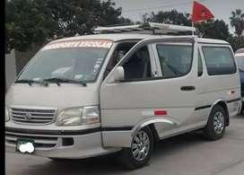 Vendo combi Toyota con motor nuevo 4y Toyota gasolinero con permiso de transporte escolar
