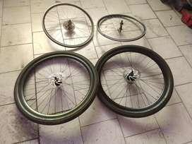 Vendo o permuto por celular ruedas completas rodado 29 y ruedas 26