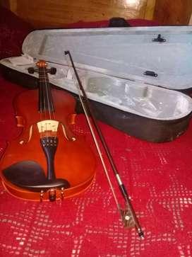 En perfectas condiciones violin 4/4, estuche y cuerdas extra