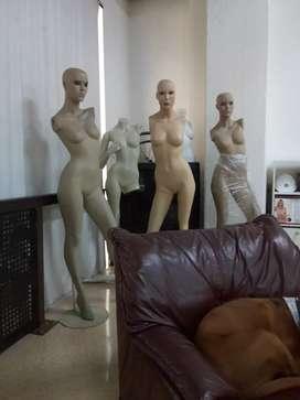 Maniquíes Dama con peluca c/u $ 150.000