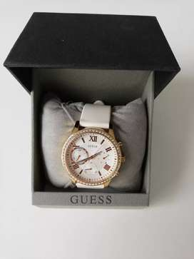 Se vende reloj Guess para dama