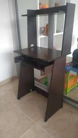 Se vende escritorio para computador