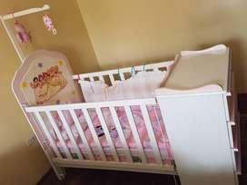 Cuna de Princesas completa con colchón.
