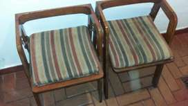 Sillas barnizadas con almohada