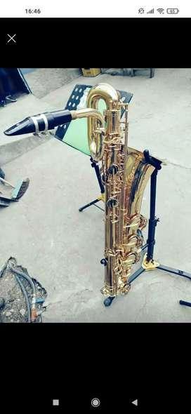 Vendo saxofon baritono marca jupiter