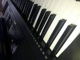 Piano YAMAHA en excelente estado