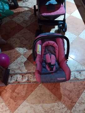 Coche para niña con cargador y silla playera Marca wakids