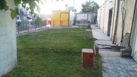 Lote + Casa a refaccionar(4 ambientes + 2 baños) 460 metros cuadrados. Patio y cochera