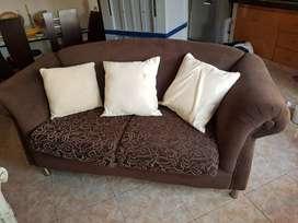 Juego de sala en perfecto estado, dos sillas, una Poltrona y un sillón pequeño