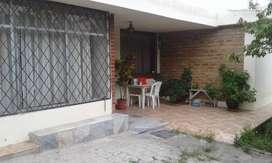 Vendo casa amplia con terreno frontal en Ibarra. Huertos Familiares.