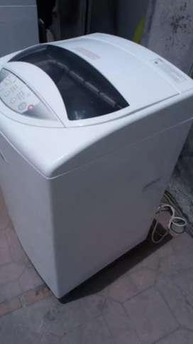 Vendo lavadora de marca haceb digital de 18 libras