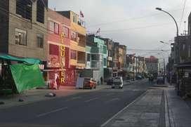 Alquilo local y/o casa de 3 pisos mas azotea en Zona Comercial 180 m2.