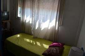 Alquiler de habitación con baño privado en casa de familia en Villa Crespo.