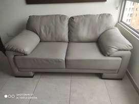 Estupendo sofá como nuevo.