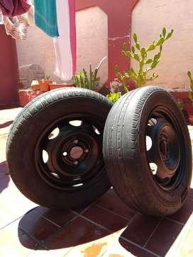 Vendo dos neumáticos armados con llantas de chapa sin uso