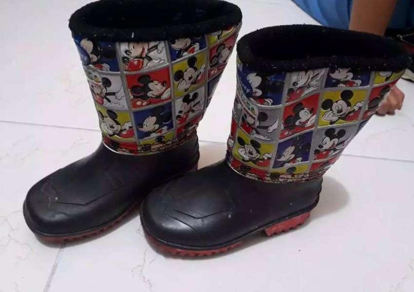 Zapatos y botas para niño