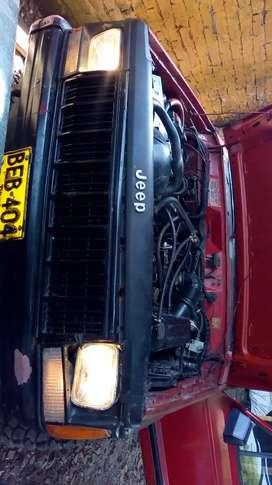 Jeep Cherokee 94 recién reparado