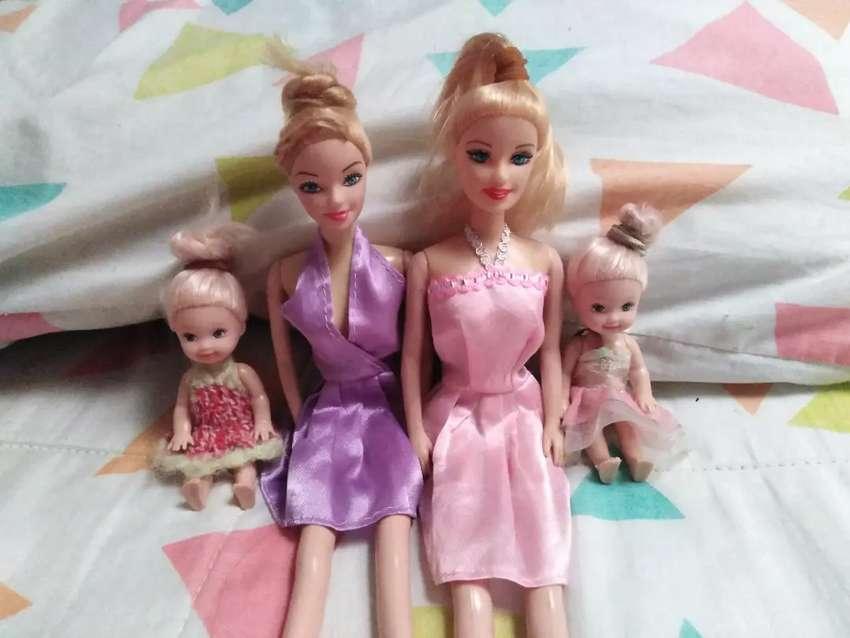 Cuatro lindas muñecas 0