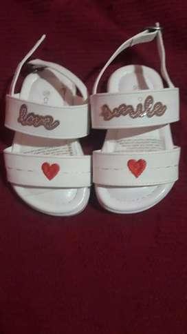 Sandalias de nena Cheeky sin uso