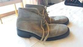 zapatos cafes suela de caucho en gamuza talla 40