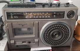 "RADIO GRABADOR ""TOSHIBA"" MODELO RT-4150 - PILAS DE REGALO"