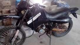 Vendo moto QMC motor 200 pantanera papeles al dia