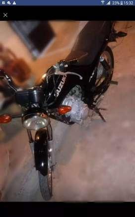 Vendo moto Suzuki en buen estado lista para correr