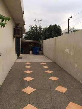 Venta de casa mas local comercial, Sector Los Ceibos