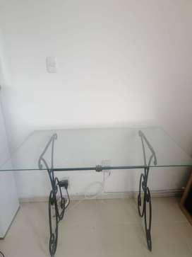 Mesas en hierro forjado.