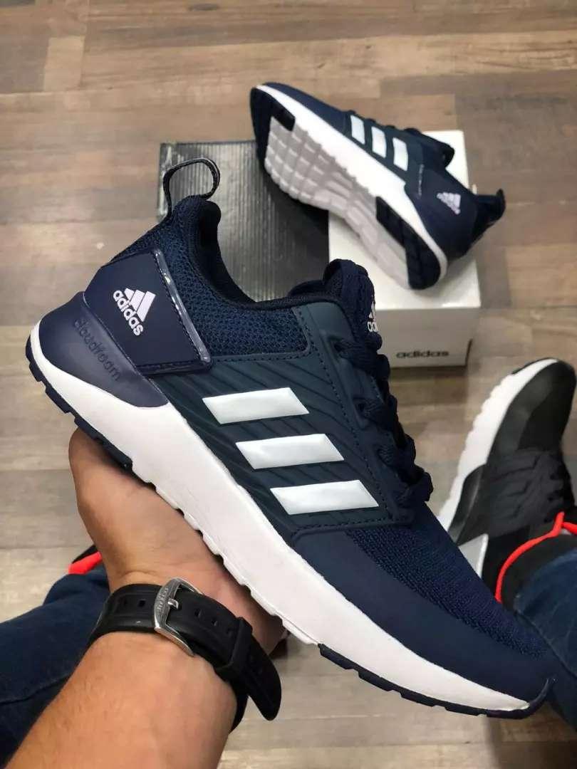 Tenís Adidas