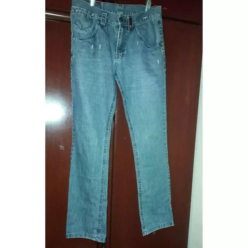 Jeans rígido talle 40 para hombre 0