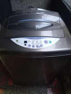 Se vende lavadora SAMSUNG de 30 libras