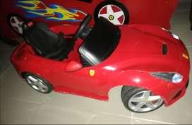 Vendo carro montable ferrari rojo  original